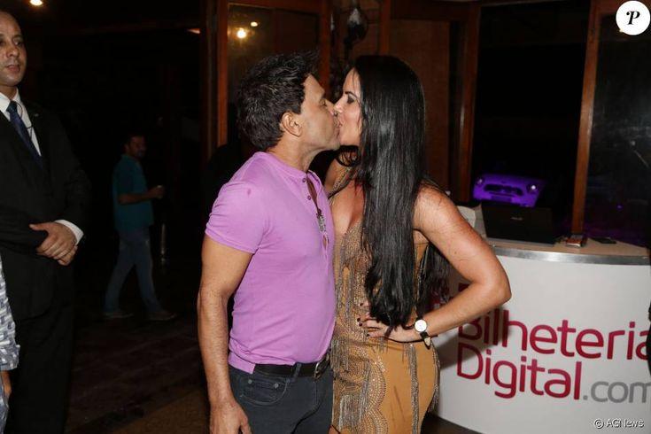 Zezé Di Camargo lançou ao lado da namorada, Graciele Lacerda, o camarote 'É o Amor - Pink Elephant', na noite desta quarta-feira, 13 de janeiro de 2016