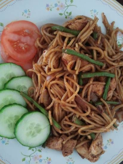 2014/05/27 Surinaamse bami met groenten en pindakaas