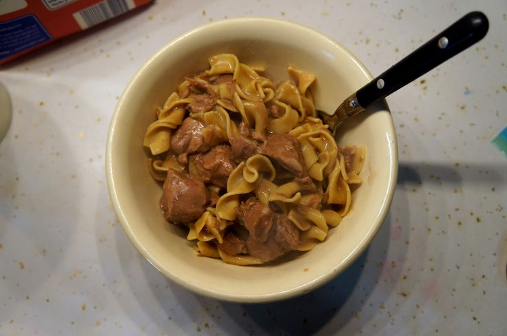 An easy beef & noodle recipe that will warm you up on a cold night. Easily substitute the beef for another type of meat. Here, we use deer meat. Yum!