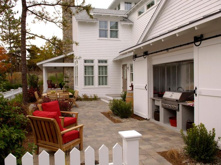 Check out these fully equipped outdoor kitchens and grilling stations at HGTV.com.