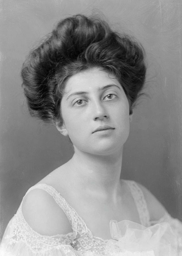 1900's women's hair
