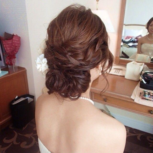 SnapWidget   編み込み入ルーズシニヨン #結婚式髪型 #ブライダルヘアメイク #編み込み #シニヨン