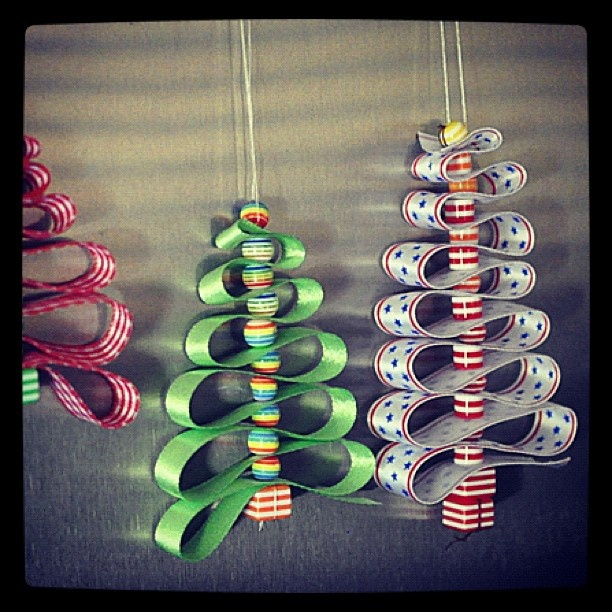 Very simple DIY christmas decorations, maybe you could use round colourful sweets instead of beads too.