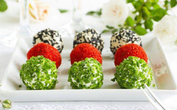 Сырные шарики с зеленью.