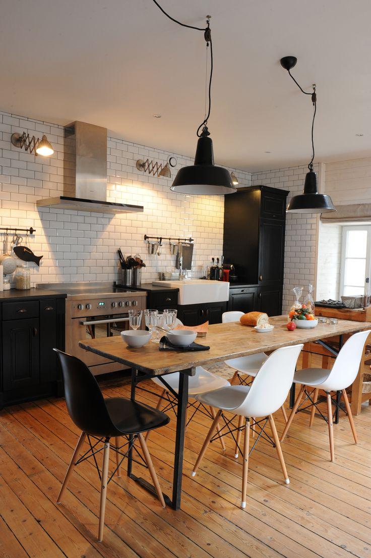 elements de cuisine noirs et piano de cuisson inox c t. Black Bedroom Furniture Sets. Home Design Ideas