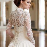 Нежное свадебное платье с рукавами