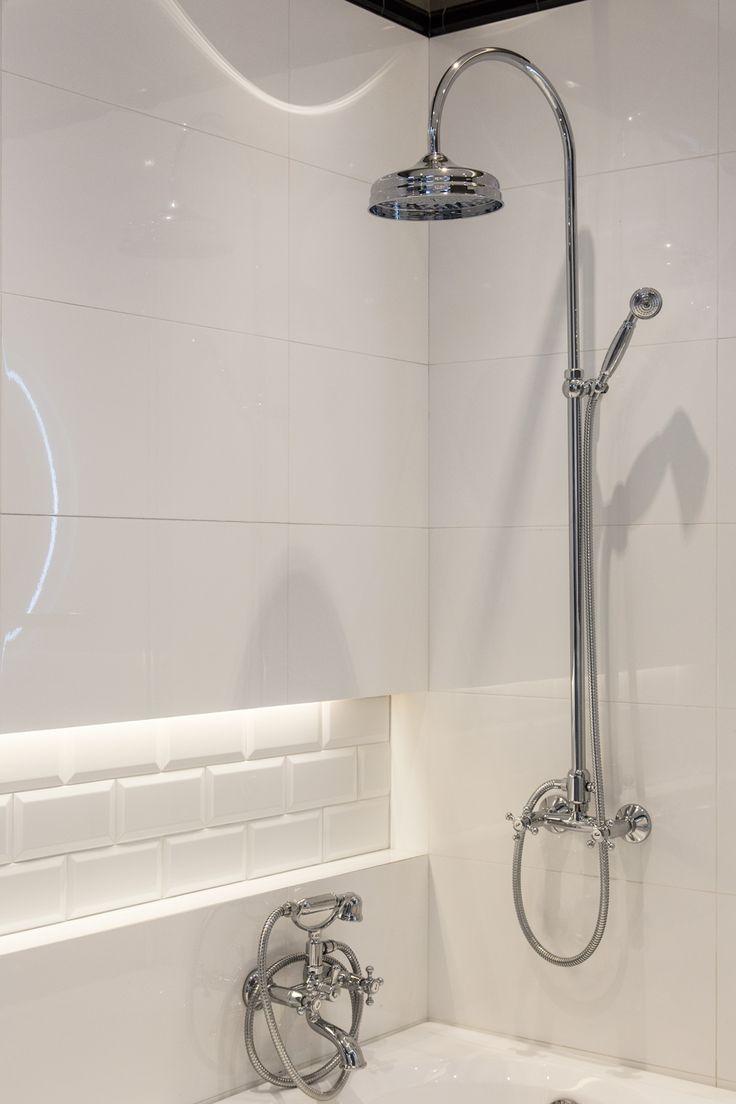 #Viverto #inspiracjeViverto #łazienka #bathroom #tiles #płytki #kolory #inspiracja #inspiracje #pomysł #idea #perfect #beautiful #nice #cool #wnętrze #design #wnętrza #wystrójwnętrz #łazienki #pięknie #ściana #wall #light #white #biel #mozaika #niebanalnie #kolory #kolorowo #mozaika #trendy #modnie #retro #lustro #mirror #wanna #prysznic