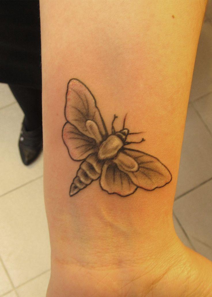 #tattoo #tattooartist #ink #inked #blackandwhite #black #blacktattoo #smallmoth #moth #studio #bardo #studiobardo