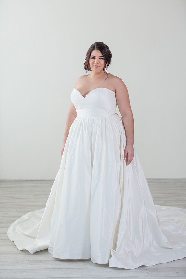 9694a767e542 Pin by Charlotte's Weddings & More on Plus Size Wedding Gowns in 2019 |  Plus size wedding gowns, Minimalist wedding dresses, Wedding dresses