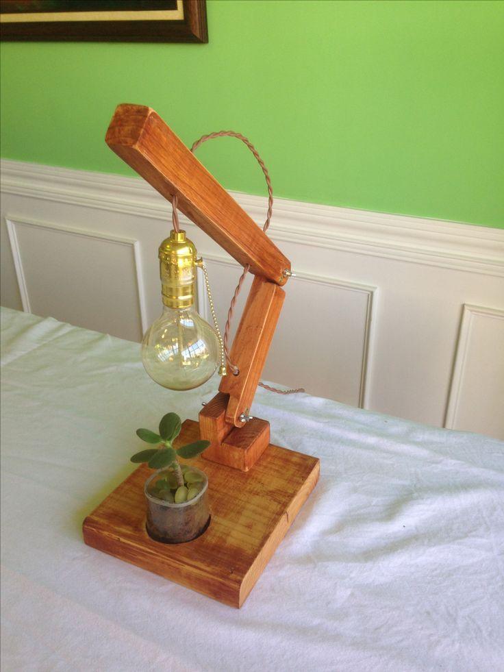 Lámpara de mesa o escritorio con su planta natural