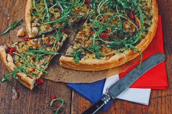 Veggie-Box: Vegetarische Quiche Lorraine mit Lauch, getrockneten Tomaten und Rucola