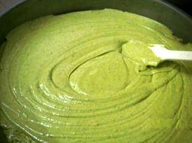 Crema al pistacchio per torte o bignè.