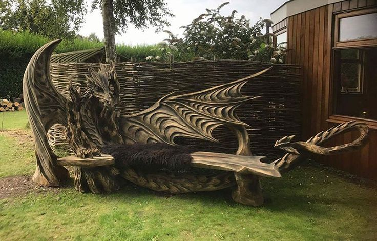 This Incredible Dragon Bench Was Carved Using A Chainsaw - http://viralbubble.com/this-incredible-dragon-bench-was-carved-using-a-chainsaw/