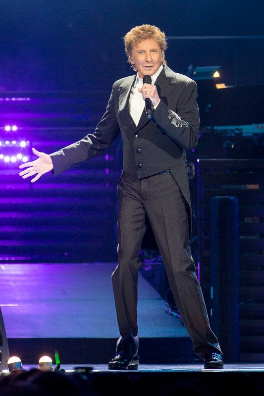 "barry manilow photos 2016 | Concert review: Barry Manilow performs ""One Last Time"" at Amalie Arena ..."