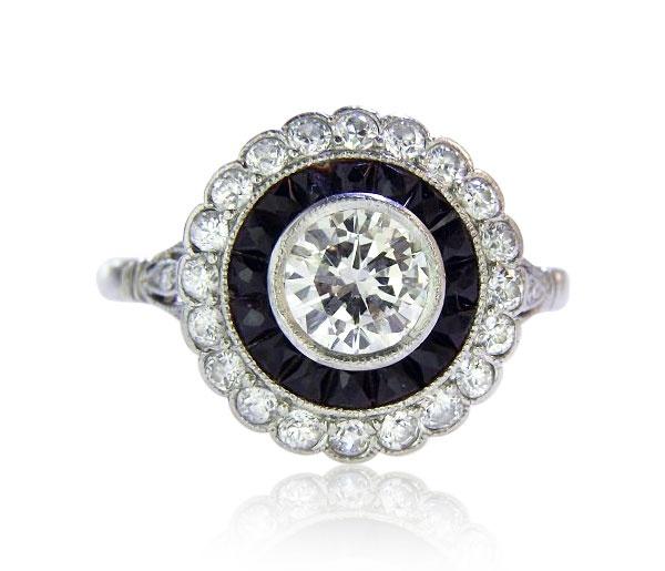 Platinum Ring Diamonds  Platinring mit Solitär, Diamanten und geschnittenen Achat-Carrees abgesetzt