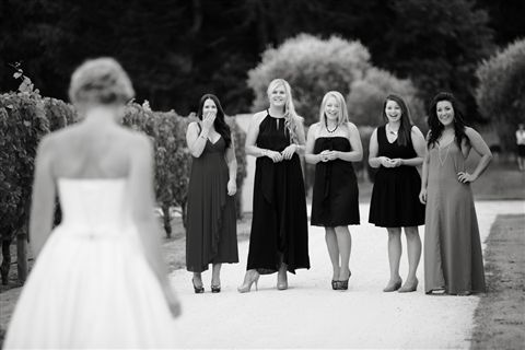LOVE this idea.. a first reveal to your close girlfriends. A moment you can all treasure x