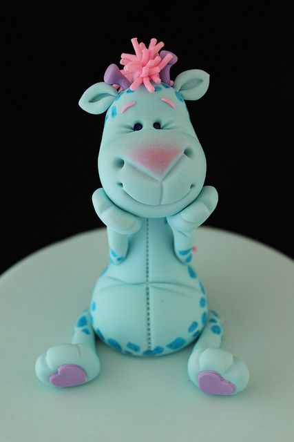 Gum paste giraffe by Andrea's SweetCakes, via Flickr