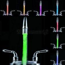 Väriä muuttava LED-suutin