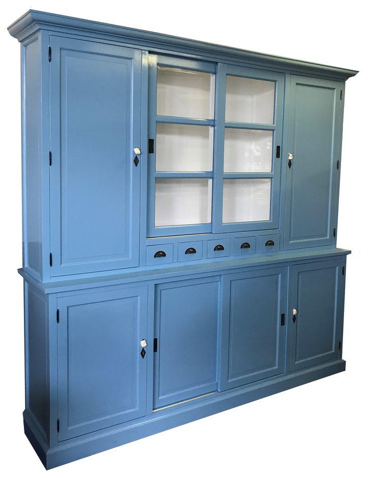 Buffetkast oud blauw Gieten 240cm grote sfeervolle buffetkast in de kleur oud Engels blauw. De dichte zijdeuren in de bovenkast geven een zee aan extra opbergruimte.