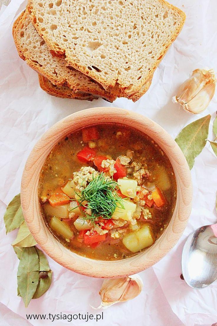 Zupa z mięsem mielonym i papryką