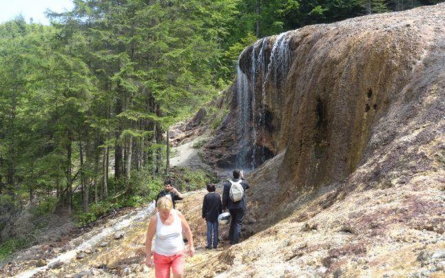 Canionul 7 Scări, Cascada Tamina şi Cascada Urlătoarele din Vama Buzăului sunt trei minuni naturale din România care ar trebui vizitate o dată în viaţă.