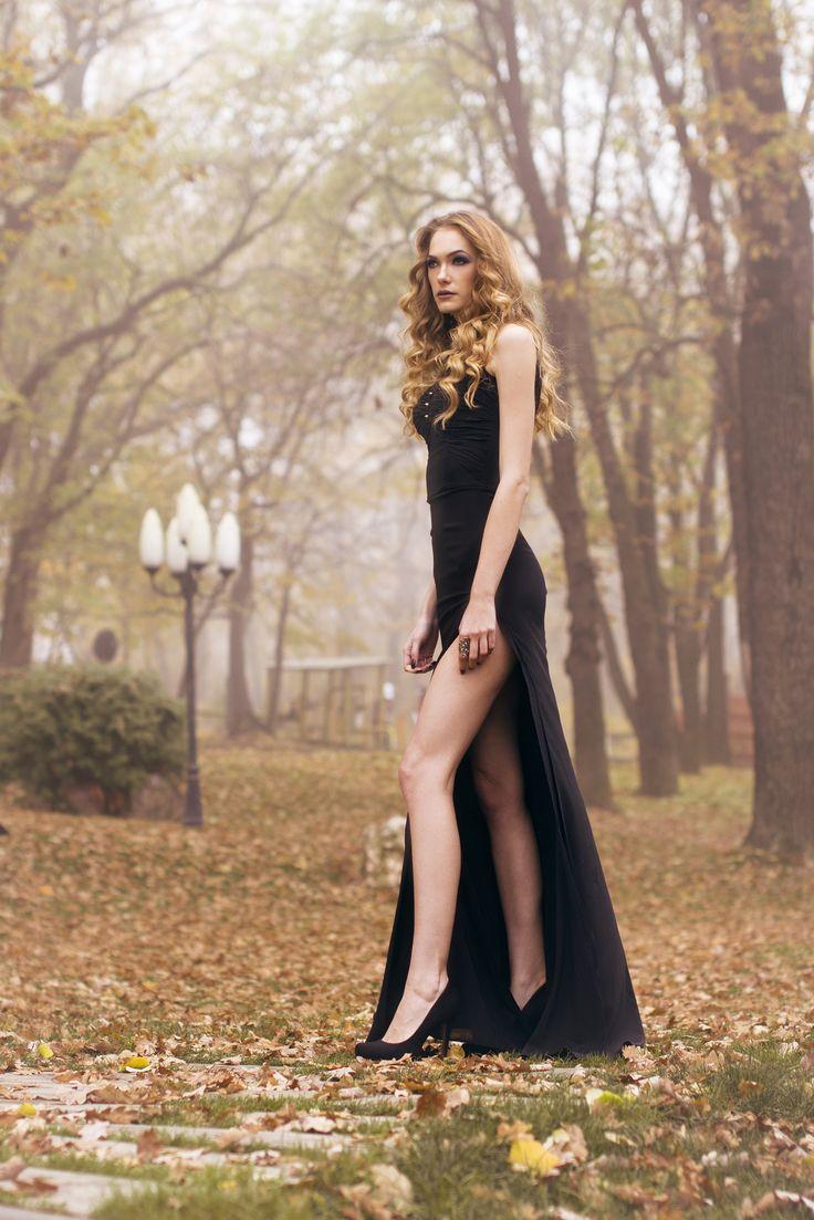 Black mermaid dress #fashion #fashionblogger #blackdress #longdress #black #nails #blacknails #silver #makeup #smokey