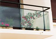 Garde-corps aluminium pour villa alu profilés ronds panneaux verre feuilleté tôle aluminium perforée balustrade rambarde terrasses rampe escalier balcons fenêtres barriere de protection main courante athys gamme horizal