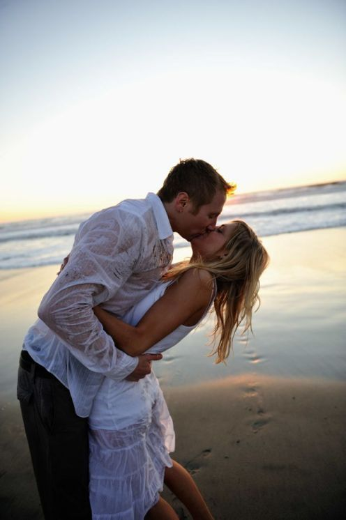 How To Take Unique And Creative Engagement Photos -- Ideas, Tips And Examples