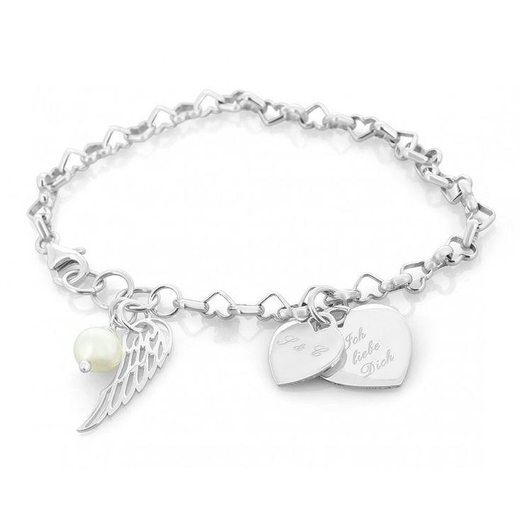 Ein wunderschönes 925 Sterling Silber Armband mit einem Engelsflügel Anhänger, einer weißen Süßwaaserperle und einem Herz Anhänger mit Gravur.