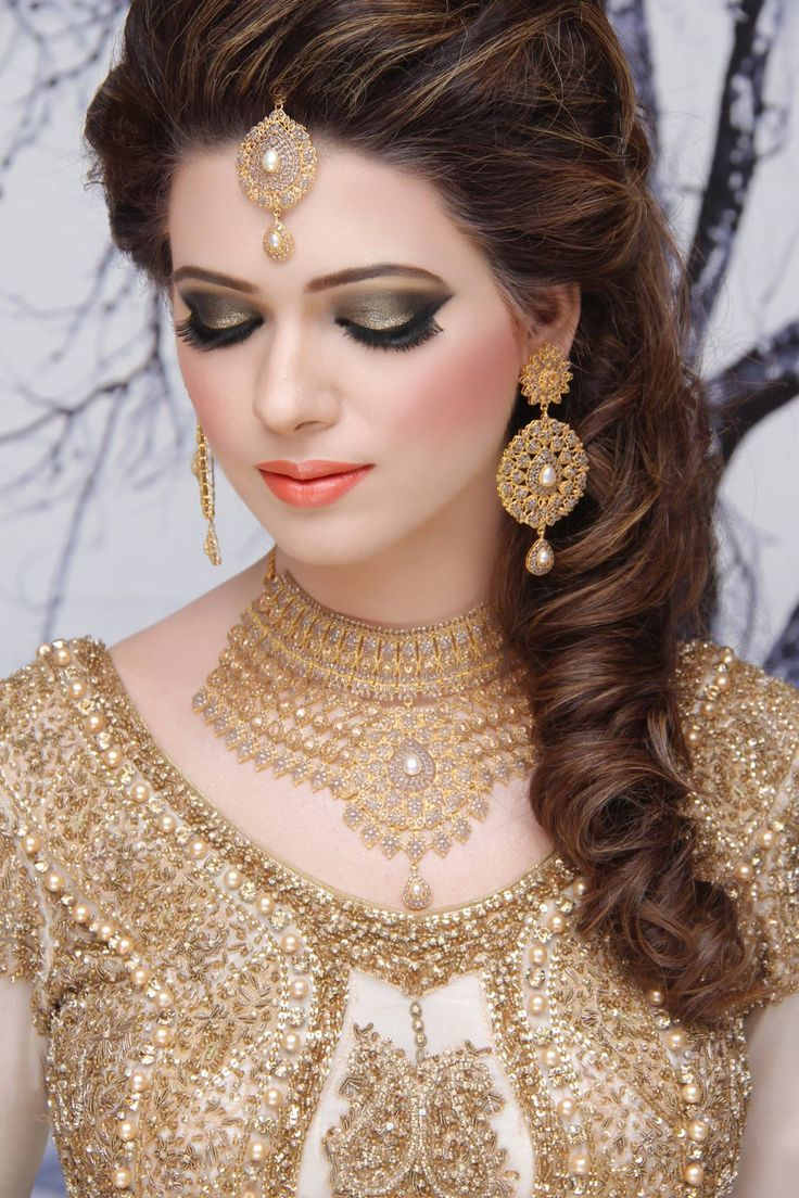 Allenora Bridal Makeup Pics Lahore : 1000+ ideas about Indian Bride Dresses on Pinterest ...