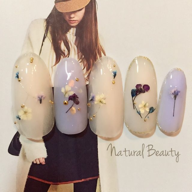 Manicure with pressed flowers