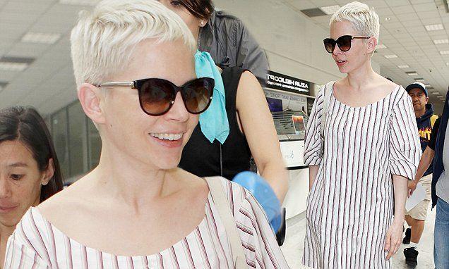 Michelle Williams sieht mühelos stylisch aus, als sie in Cannes ankommt