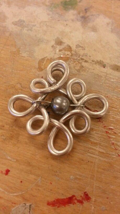 Vedhæng med perle lavet på wire jig