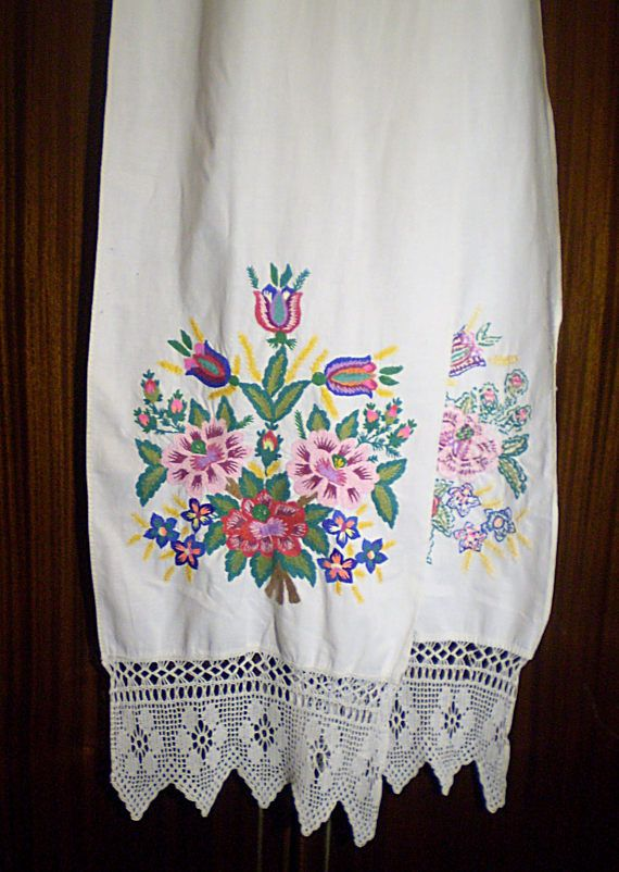 Ukrainian Rushnyk Embroidered Towel Vintage Satin Stitch