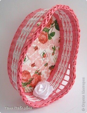 Поделка изделие День рождения Декупаж Плетение Розовые розы Бумага газетная Трубочки бумажные фото 2