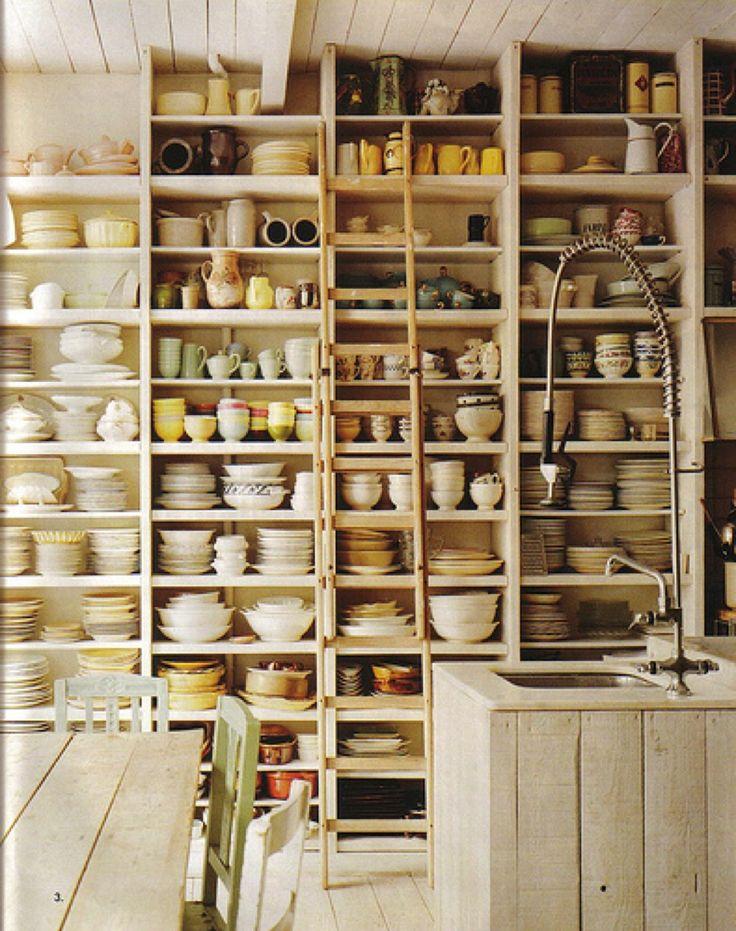 作り付けの巨大食器棚 | 住宅デザイン