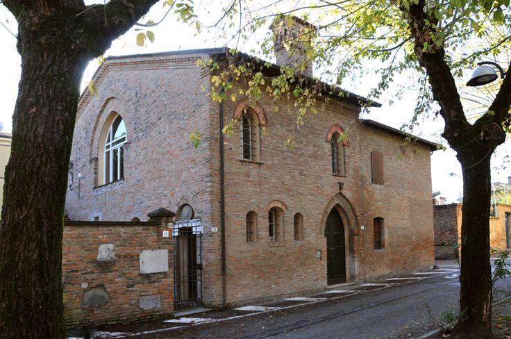 Casa Varoli (già scuderia o cappella gentilizia degli Attendoli-Sforza)