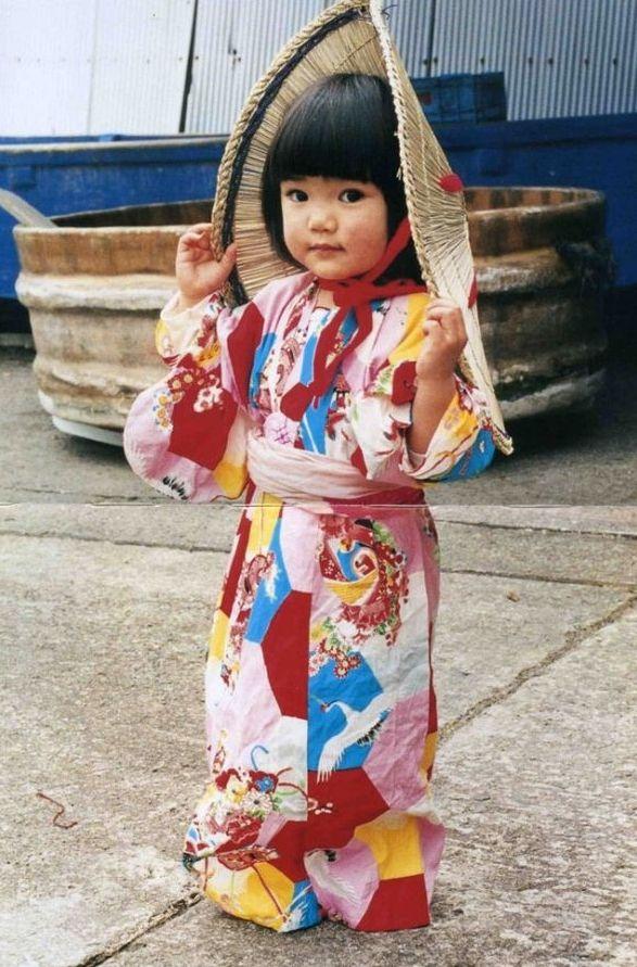 Petite Japonaise en costume traditionnel ➰