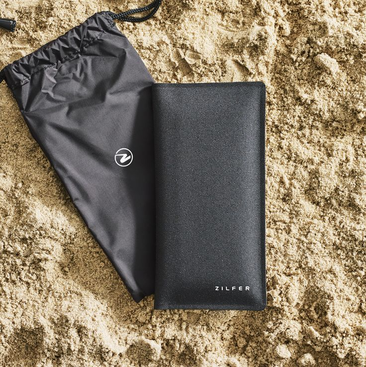 The Zilfer phone wallet at the beach.