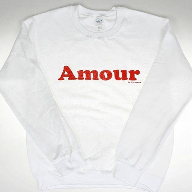Love is in the air with our new Amour #sweater 💚#lagarconnevetements 💚 #loveisintheair #amour #love #loveyou #liebe #swearerweather #streetwear #pullover #lagarçonneshoes #zurich #züri #white #loveislove #loveisequal #switzerland