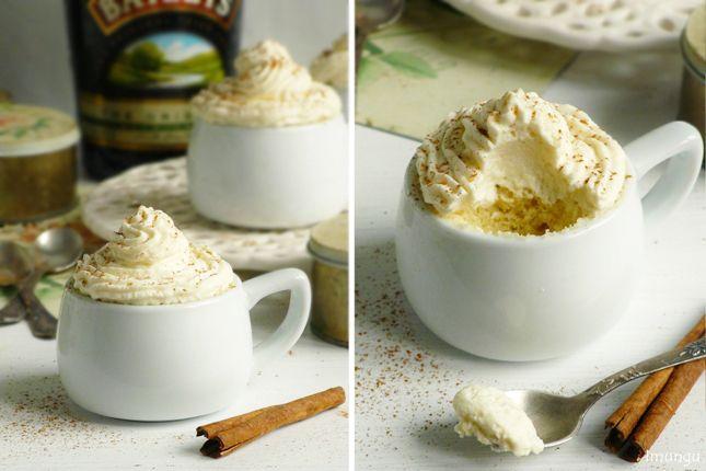 Наверное не один год я собиралась приготовить десерт-пирожное в чашке, которое с молниеносной скоростью выпекается в микроволновке. Сначала я услышала про него…