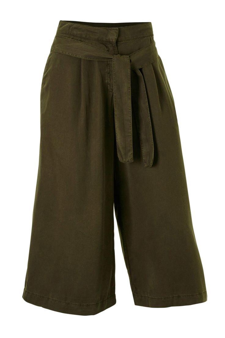 Deze prachtige groene culotte van Mango vind je nu voor nog maar €14,99 ! #Koopje #uitverkoop #aanbieding #mode #dames #broek #zomer #lente #driekwart #culotte #women #fashion #sale #trousers #army #green