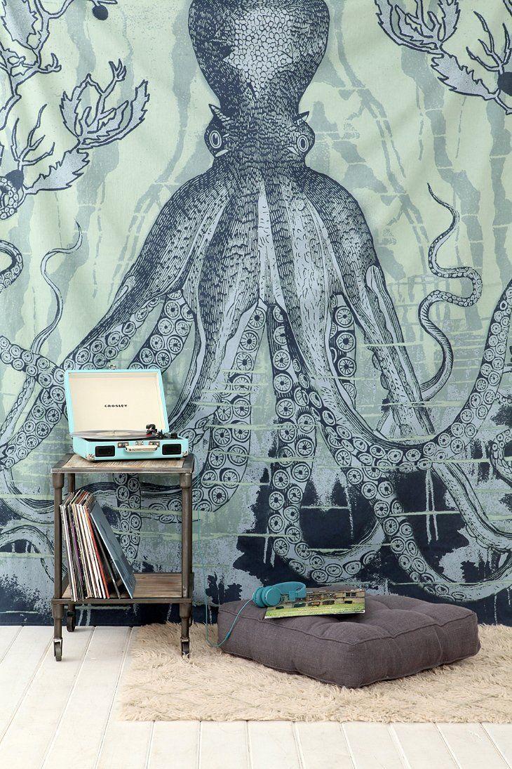 60 идей гобеленов в интерьере: стильное украшение стены http://happymodern.ru/gobelen-v-interere/ Гобелен с осьминогом переносит в эпоху хиппи с характерными для нее психоделическими изображениями