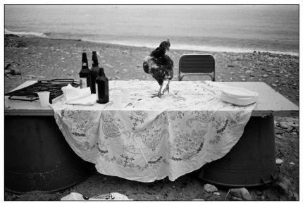 L_Battaglia_1986. Nella spiaggia dell' Arenella la festa è finita
