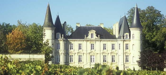 Grape Escapes are the Bordeaux wine tours specialists. From private VIP tours for two people to groups of friends and clubs we can arrange your perfect tour