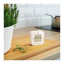IKEA - KLOCKIS, Hodiny/teploměr/budík/časovač, Přepínání mezi 4 funkcemi je rychlé a snadné – čas a datum, teplota, stopky, odpočet – hodiny jen otočte na další stranu.