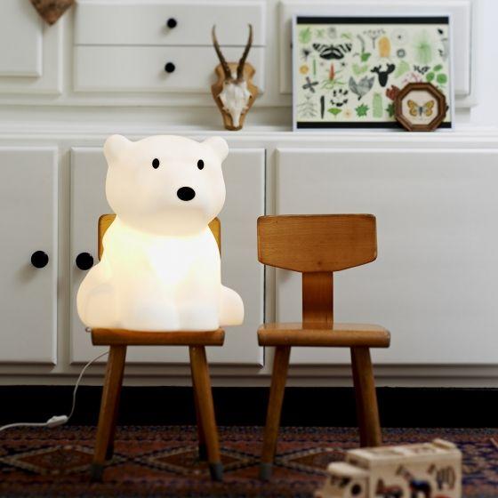 Une grande lampe Nanuk, fournie avec un variateur de lumière pour jouer sur l'intensité lumineuse. Hauteur : 41 cm – Diamètre : 35 cm.
