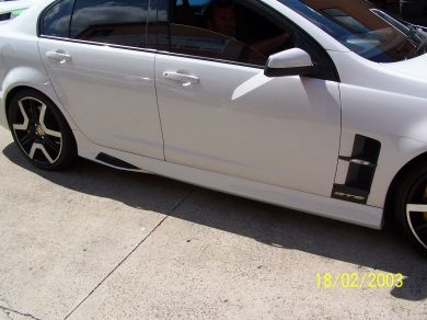 HOLDEN COMMODORE VE MALOO STYLE SIDE SKIRTS