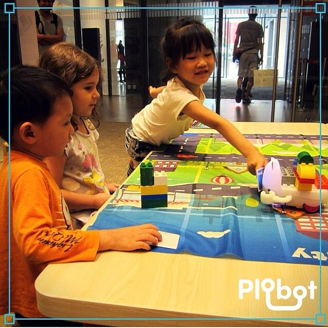 The kids have to develop logical thinking. Give them #Plobot! No computers, no screens.