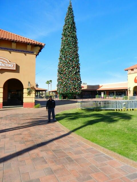 Christmas tree at Outlets at Anthem exit 229 on Interstate 17 Anthem Arizona & 16 best Anthem Arizona images on Pinterest | Anthem arizona Golf ... azcodes.com